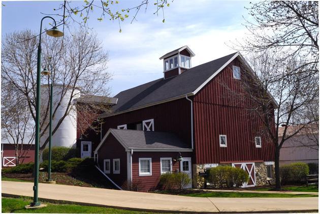 Hoosier Grove Barn | Streamwood, IL Picnic Venue