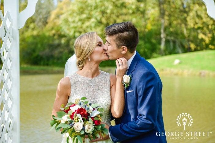 Wedding couple outside Oakbrook Bath & Tennis