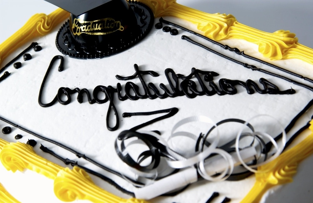 Rectangle cake with congratulations and graduation cap on it