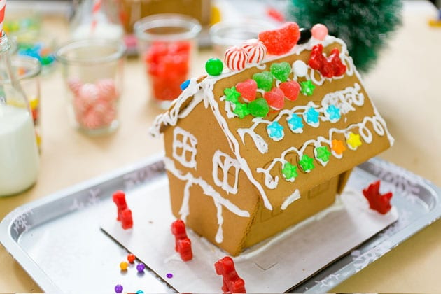 Ginerbread house at a gingerbread house making station