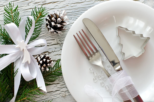 White Christmas themed place setting for holiday party